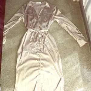 Fitted silk dress with belt
